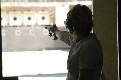 article-new-ehow-images-a06-ii-hn-handgun-training-chicago-800x800